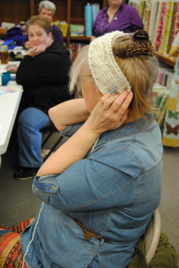 Susie is almost done with the cabled band of the hat class she took on the Saturday before.